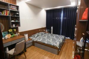 Thiết kế nội thất phòng ngủ master hai vợ chồng diện tích 13,9m2 bố trí công năng hợp lý, rộng rãi